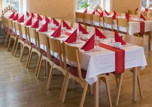 Julbordsdukning i Tyresö Bygdegård